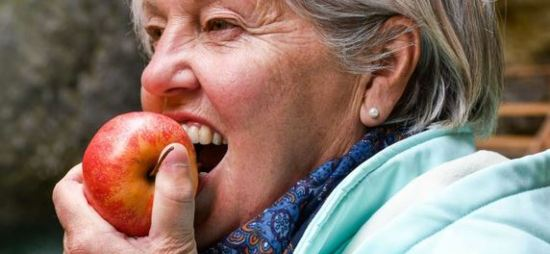 Apples fight cancer cells