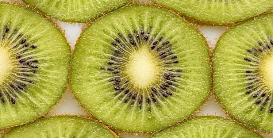 How To Cut a Kiwi in 4 Steps